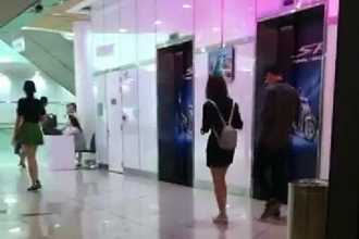 Giữa tâm bão, Lâm Á Hân và chồng bị bắt gặp... đi xem phim cùng nhau