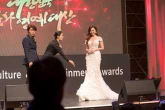 Midu nhận giải diễn viên châu Á xuất sắc