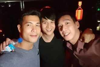 Bạn gái cũ cưới chồng, Trương Thế Vinh đi nhậu với bạn bè