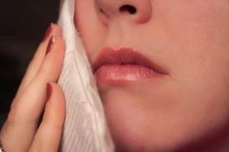 Đau răng, nhức răng, ê buốt không ngủ được, đặt 2 lát gừng vào trong rồi cắn chặt là khỏi ngay tức thì