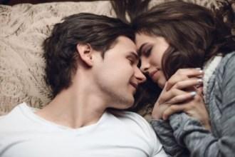 Vì sao các cặp vợ chồng thích yêu vào ban đêm?