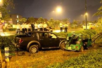 4 người thoát chết trong ô tô bẹp dúm sau tai nạn ở Sài Gòn