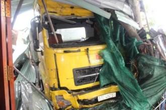 Bố chồng chết lặng chứng kiến xe container tông chết con dâu và cháu nội