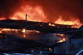 Cháy đỏ trời ở Nha Trang, 40 căn nhà bị thiêu rụi
