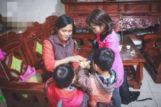 Cái Tết vắng chồng của người phụ nữ tảo tần có 14 đứa con sống giữa Hà Nội