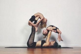 Ngẩn ngơ ngắm bộ ảnh 3 mẹ con cùng tập yoga đang