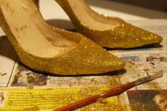 Đừng vội chi đống tiền mua giày mới, cứ áp dụng 3 chiêu này, giày cũ trở nên đẹp long lanh chỉ trong 1 nốt nhạc
