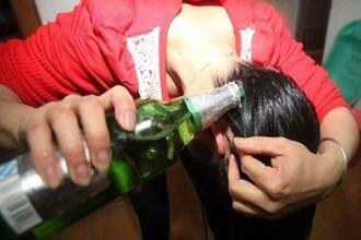Đừng ra tiệm hấp tóc phục hồi, nhà còn bia từ đợt tết hãy ủ ngay lập tức nếu không sẽ phí đấy