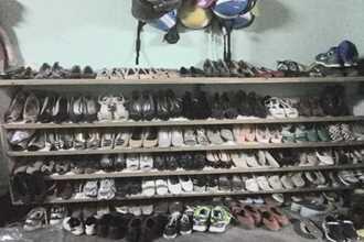 Một khi chị em đã khoe, gia tài giày dép phấn son đồ sộ của họ sẽ khiến các anh phải... chóng mặt