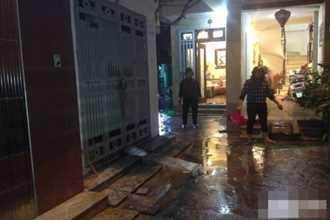 Nhà 4 tầng ở Hà Nội bốc cháy dữ dội sau hàng loạt tiếng nổ lớn