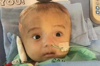 Bé trai Việt bị bỏ rơi được cứu chữa ở Singapore