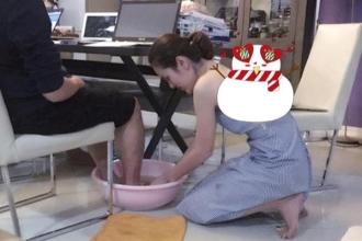 Á hậu rửa chân cho chồng khuyên các chị em nên học theo mình