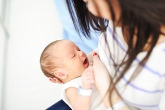 Những trải nghiệm đau đớn với mẹ lần đầu cho con bú