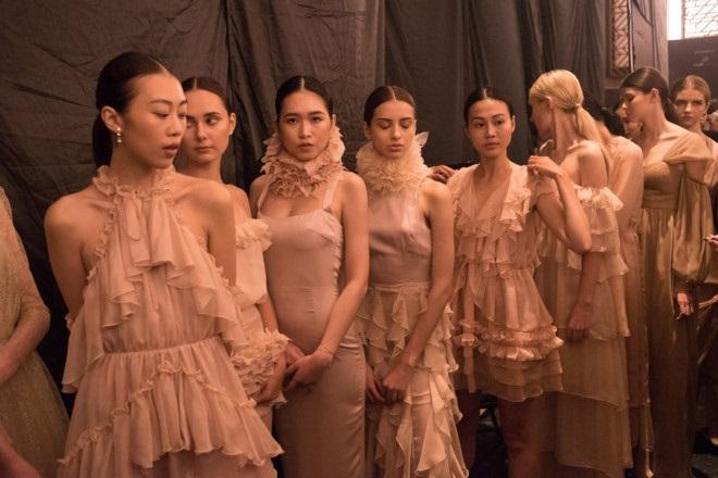 Thu nhập của một người mẫu bình thường ở tuần lễ thời trang chưa đến 20 triệu đồng. Ảnh: BTC.