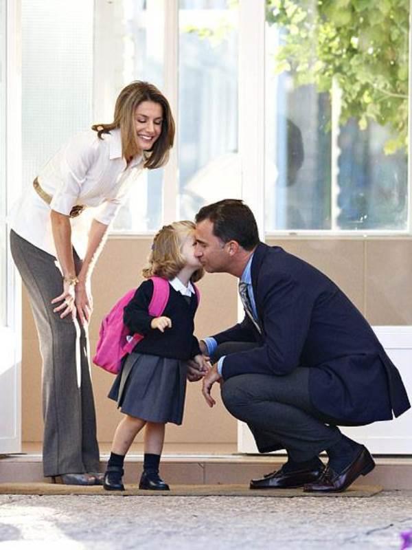 Khoảnh khắc ngày đầu tới trường của những công chúa, hoàng tử bé - Ảnh 6
