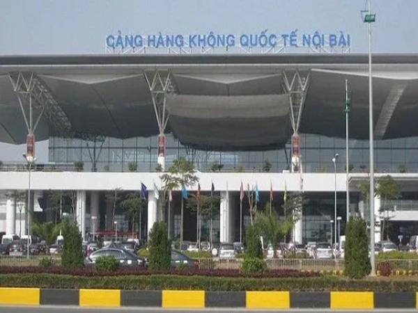 """Vượt rào cách ly định về Anh, cô gái 25 tuổi ở Hà Nội bị """"tóm"""" ngay tại sân bay Nội Bài"""