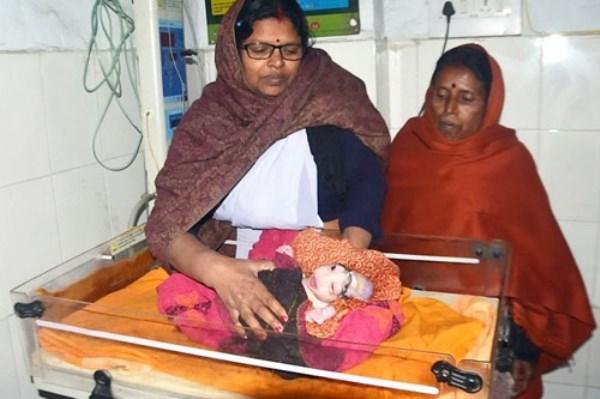 Con sinh ra bị dị tật, mẹ sốc nặng, sợ hãi quyết không cho bú - Ảnh 1