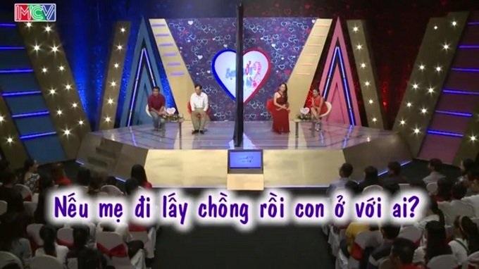 Khi MC Quyền Linh hỏi cậu bé nếu mẹ đi lấy chồng con ở với ai?...