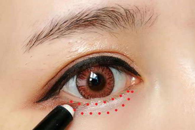 7 mẹo trang điểm để sở hữu đôi mắt nổi bật, long lanh một cách hoàn hảo nhất - Ảnh 5