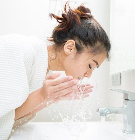 Những thói quen buổi sáng giúp chị em trẻ ra cả chục tuổi chẳng cần đi spa - Ảnh 4