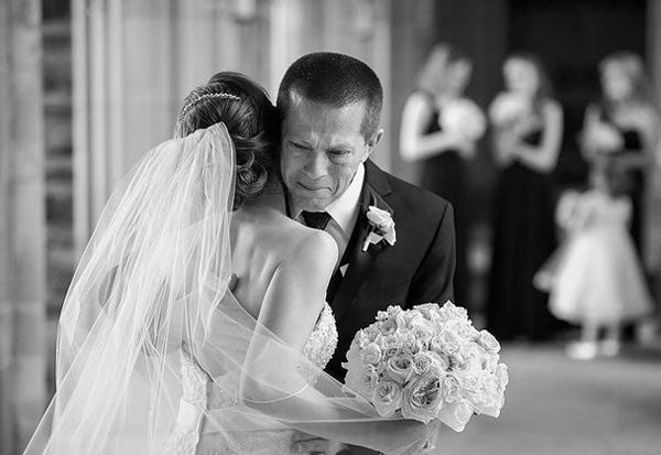 Con rể quý à, hãy sống hạnh phúc suốt đời với vợ của con nhé!