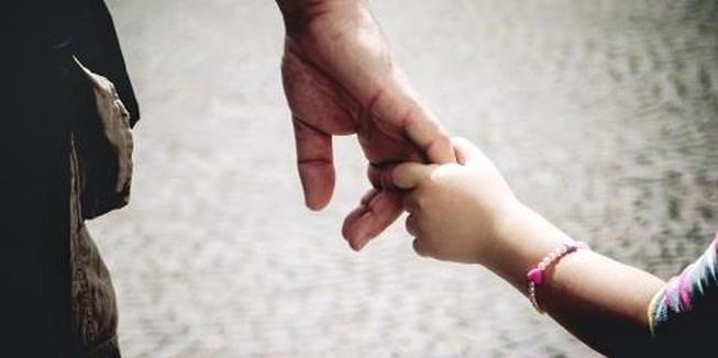 Với bố, con gái dù lớn lên vẫn chỉ là cô công chúa bé bỏng