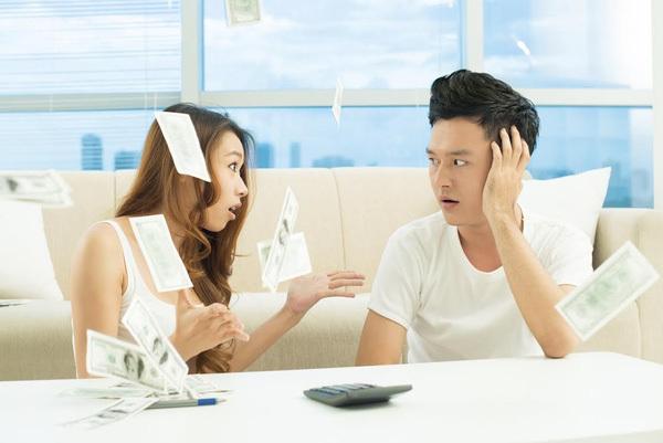 Khi chồng quản lý chặt chẽ tiền lương của vợ, cuộc sống mát dần sự tự do