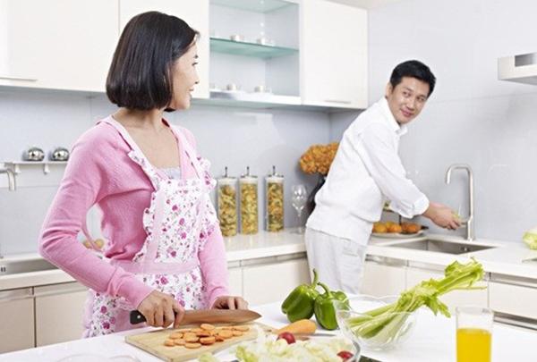 Thay đổi tư tưởng của chồng khi chồng lười làm việc nhà