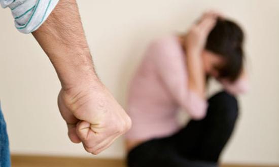 Phụ nữ hãy mạnh dạn ly hôn với chồng vũ phu