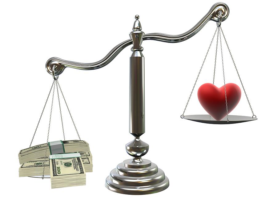 Hãy biết cân bằng giữa chung và riêng, đừng để tiền bạc và tình yêu phải đặt lên bàn cân