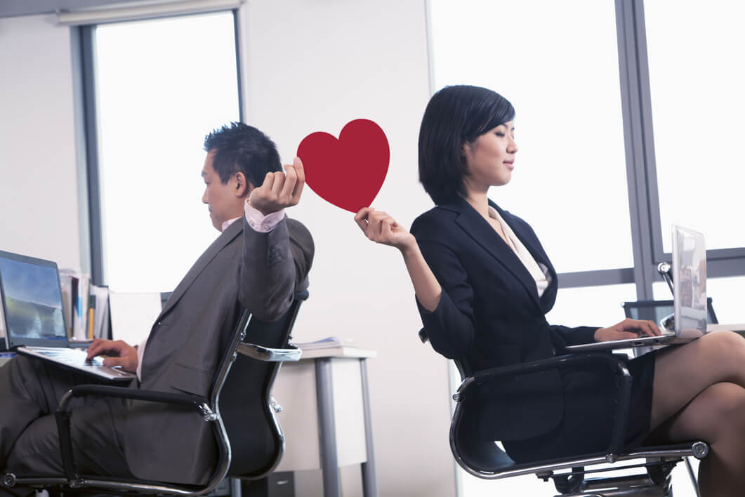 Nếu không muốn ảnh hưởng đến công việc thì đừng yêu gái cơ quan