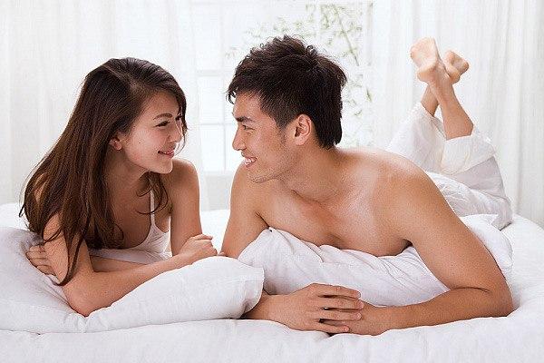 Nếu vợ có nhu cầu sinh lý cao hãy cùng chia sẻ với cô ấy