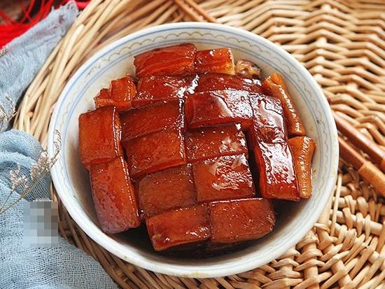 Cho thịt lợn vào nồi cơm điện, ngồi chơi xơi nước nửa tiếng sau đã có món ngon bất ngờ