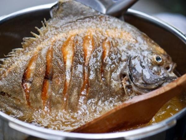 5 sai lầm khi rán cá khiến món ăn mất chất, kém ngon và có mùi tanh khó chịu