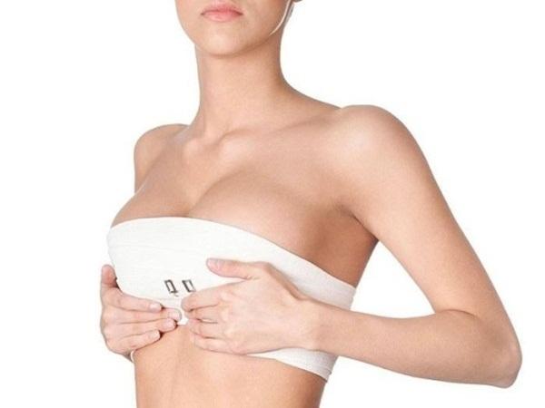 U50 vẫn sở hữu khuôn ngực căng tròn, săn chắc nhờ những cách đơn giản áp dụng mỗi ngày