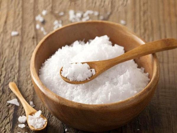Bí quyết làm đẹp toàn thân chỉ với vài hạt muối trắng mỗi ngày