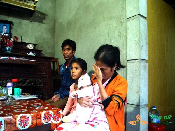 Vợ chồng nghèo không có tiền đành lòng đưa con sống trong lồng kính về nhà tự chăm sóc trong tiết trời lạnh giá - Ảnh 9