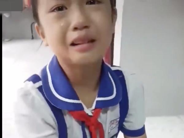 Cô bé khiến khóc sướt mướt khi thấy bạn học bị đánh khiến dân mạng ngơ ngác