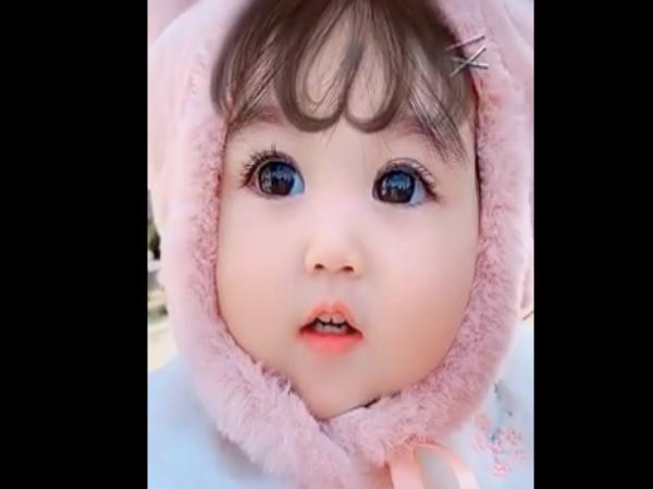 Em bé xinh như thiên thần khiến ai cũng muốn mang về nuôi