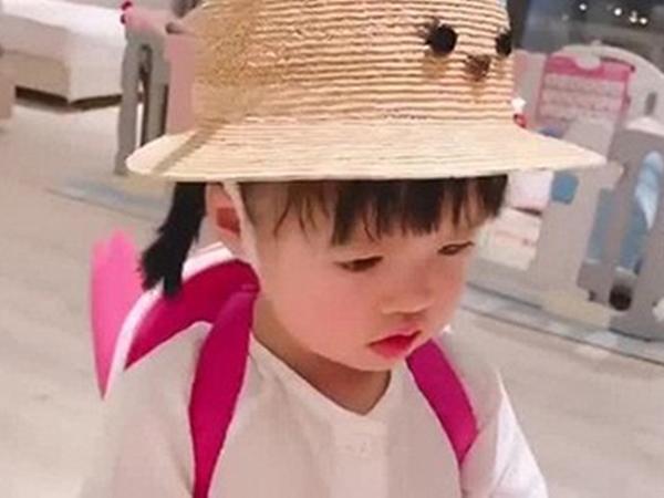 Con gái Hoa hậu Đặng Thu Thảo rửa tay siêu đáng yêu