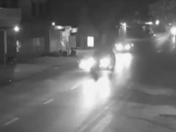 Thanh niên chạy ngược chiều, lao xe với tốc độ 'bàn thờ', tông thẳng vào ô tô nhưng cái kết mới bất ngờ