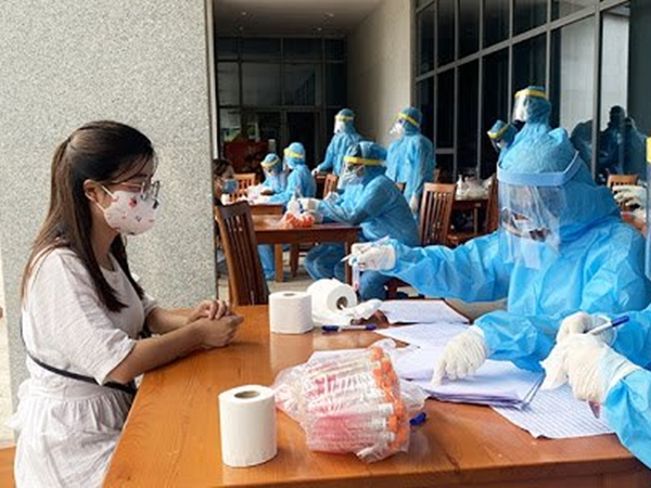 Hà Nội: Thêm 1 ca dương tính với COVID-19, đi du lịch Đà Nẵng cùng 7 người trong gia đình