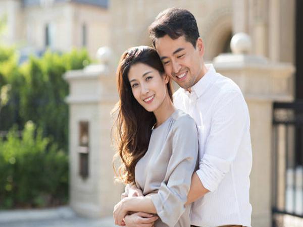 Nếu yêu vợ, đàn ông đừng quên ôm cô ấy mỗi ngày