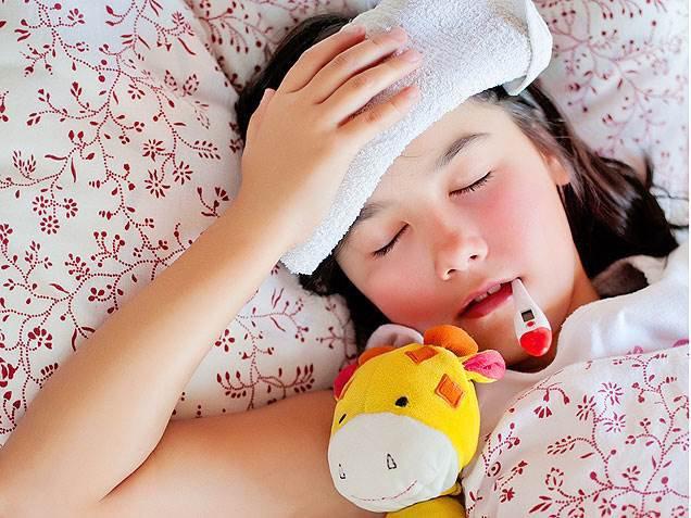 Trẻ bị sốt lạnh run người, có nguy hiểm đến tính mạng không?