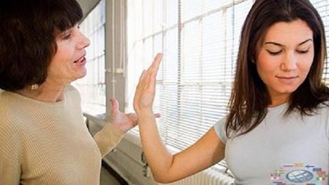 Nàng dâu thông minh không nên cãi tay đôi với mẹ chồng