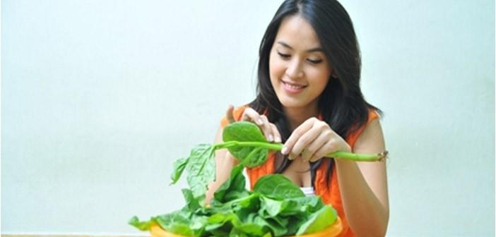 Cách chữa mụn bằng rau mồng tơi nghiền với muối đắp mặt cực hiệu quả - Ảnh 2