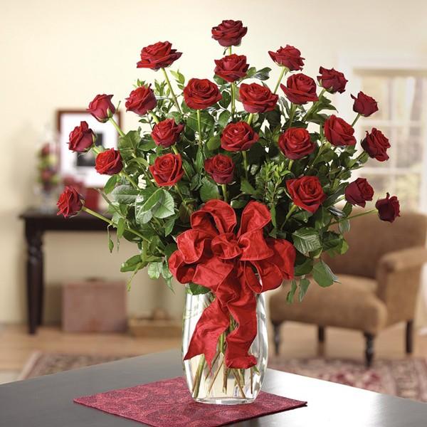 Chọn loại hoa hồng có màu đỏ tươi để thể hiện sự tôn nghiêm, thành kính