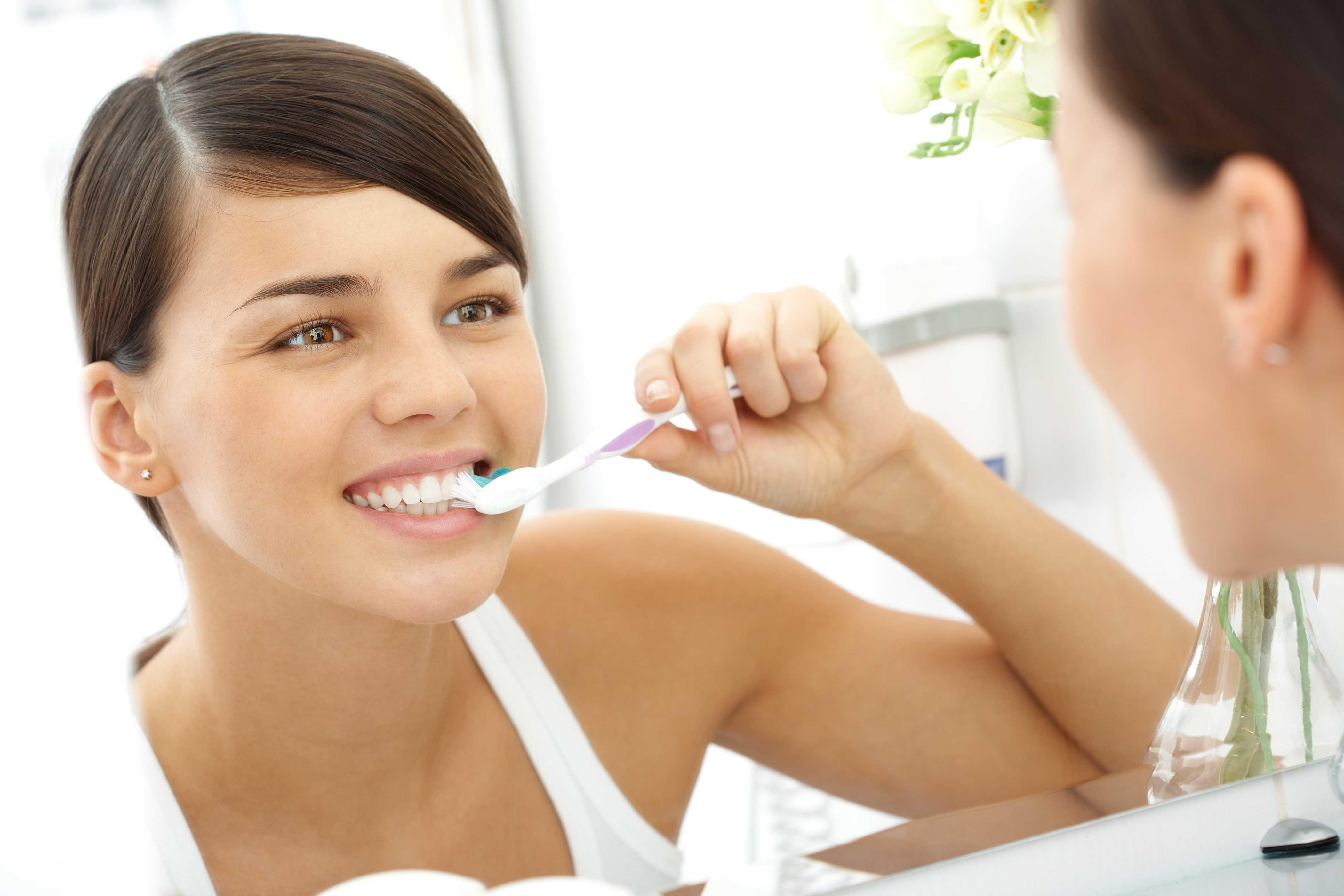 Bật mí cách làm trắng răng bằng baking soda và kem đánh răng cực nhanh tại nhà
