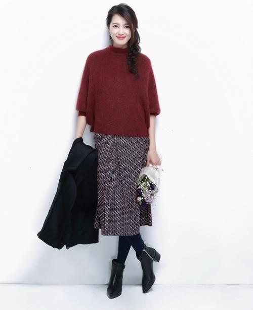 Cách mix áo len với chân váy dài phù hợp và thời trang
