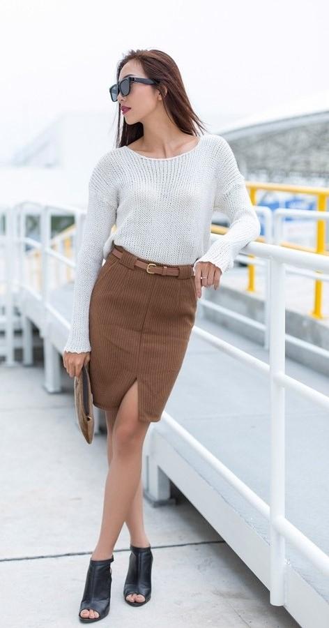 Mix áo len màu trắng và chân váy bút chì